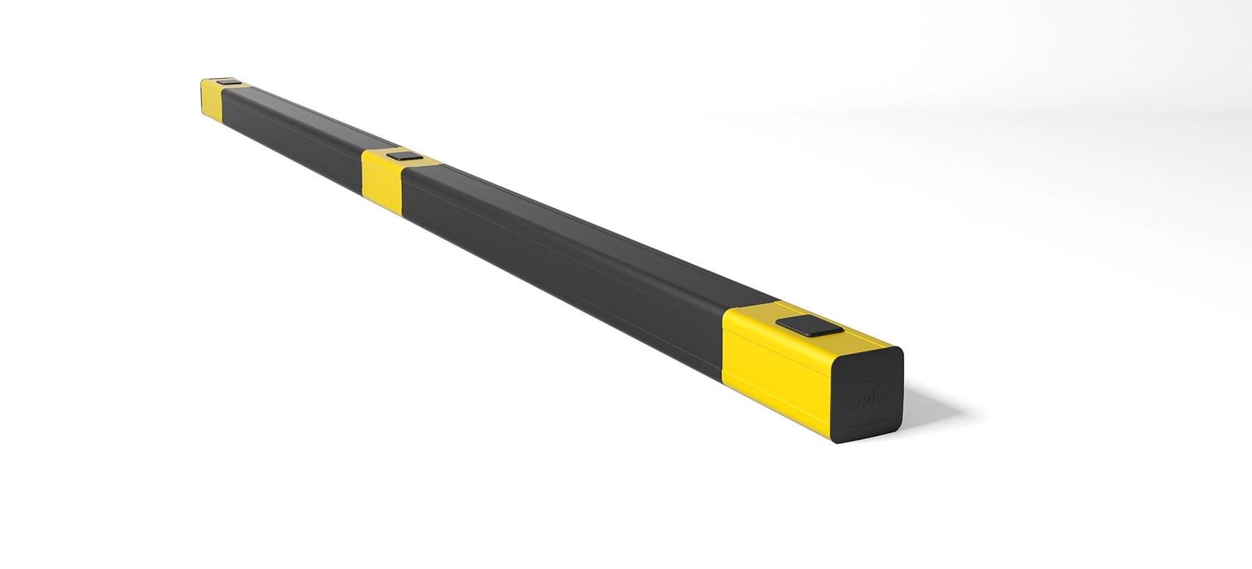 Kick rail in flexible polymer Kerb