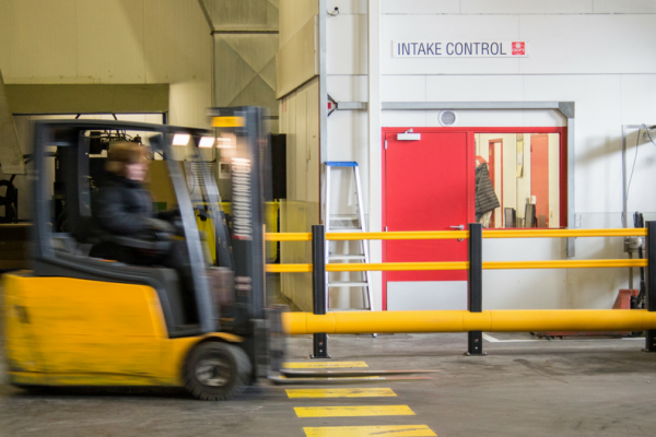 comment installer des barrières de protection industrielles